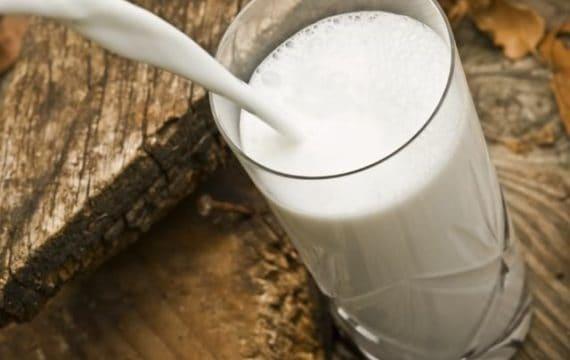 Mleko przed snem – czy warto? Wpływ na dietę